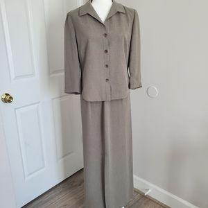 Gorgeous Ann Taylor skirt suit